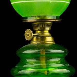Antiikne väike klaasist õli laualamp,heleroheline