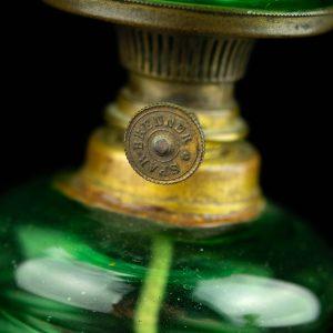 Antiikne väike klaasist õli laualamp,roheline