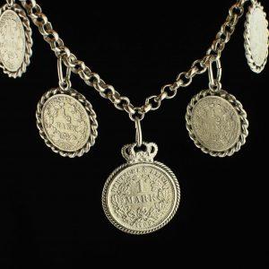 Rahvariiete rõhud hõbemüntidega, kett metall