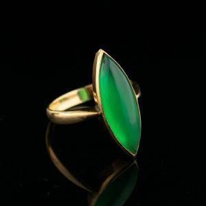 Kuldsõrmus rohelise kaltsedoniga, suurus 18, tootel sertifikaat