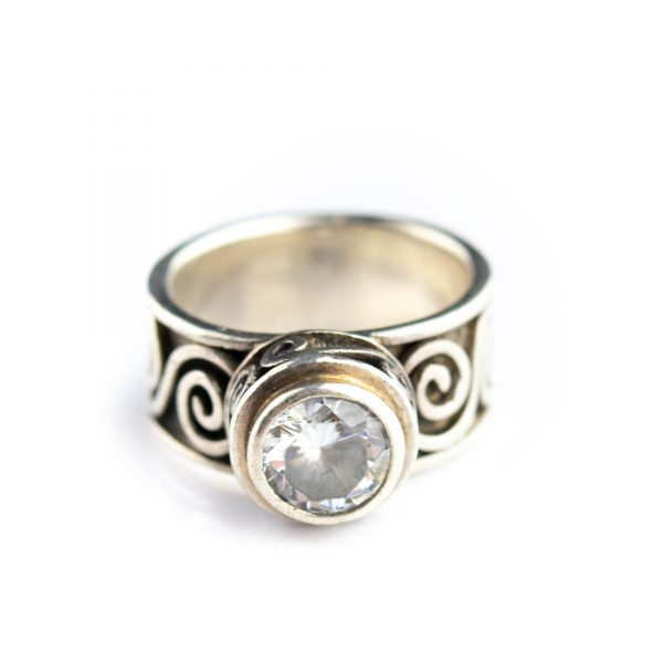 Sõrmus mäekristalliga, suurus 16,5 hõbe 925