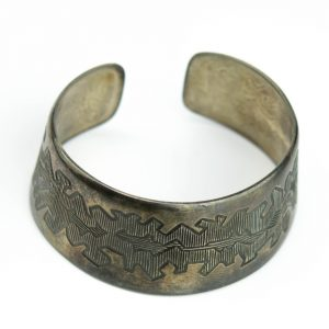 Käevõru rahvusliku mustriga, metall