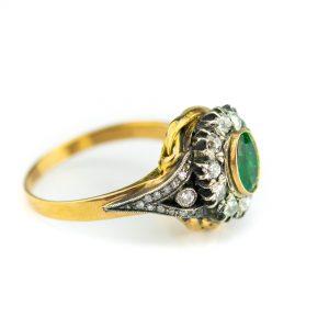 Sõrmus suurus 18,5 kuld 54, briljandid 0,69ct ja smaragd 0,87ct