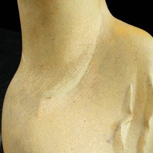 Naima Uustalu keraamiline kuju Tütarlaps, defekt ARS