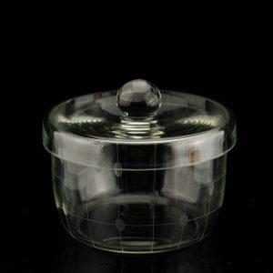 Klaasist kaanega suhkrutoos